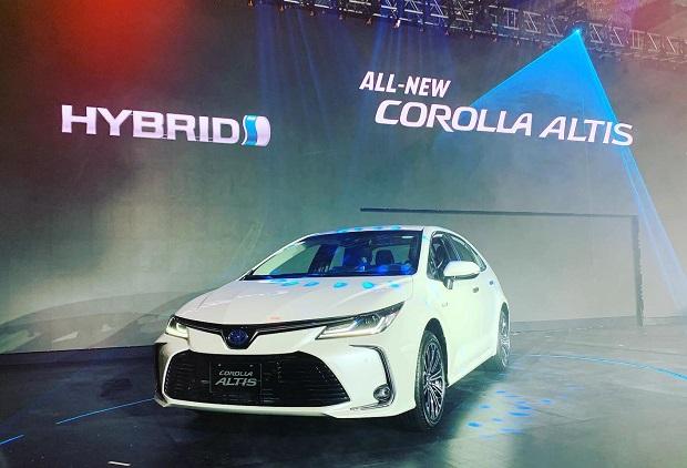 Toyota Berhasil Menjual Mobil Hybrid 15 Juta Unit