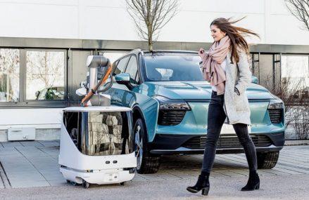 Robot Ini Akan Datang Untuk Mengisi Daya Mobil Listrik Dimana Saja