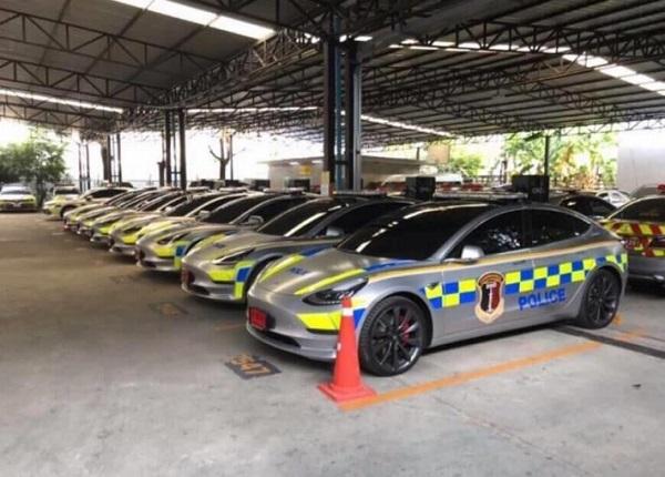 Mobil polisi thailand menggunakan Tesla model 3