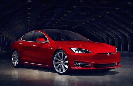 Tesla Luncurkan Model S Paling Kencang