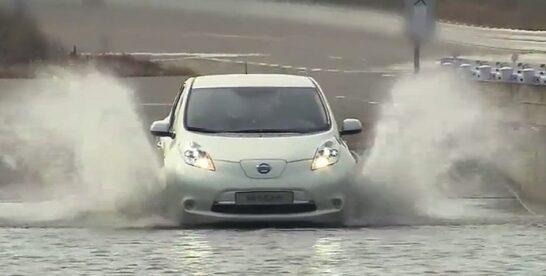 Apakah Mobil Listrik Aman Menerjang Banjir?