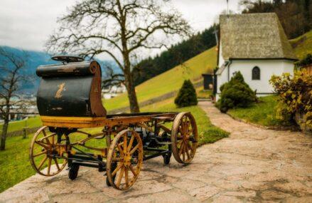 Ini Dia Mobil Listrik Kuno Buatan Porsche