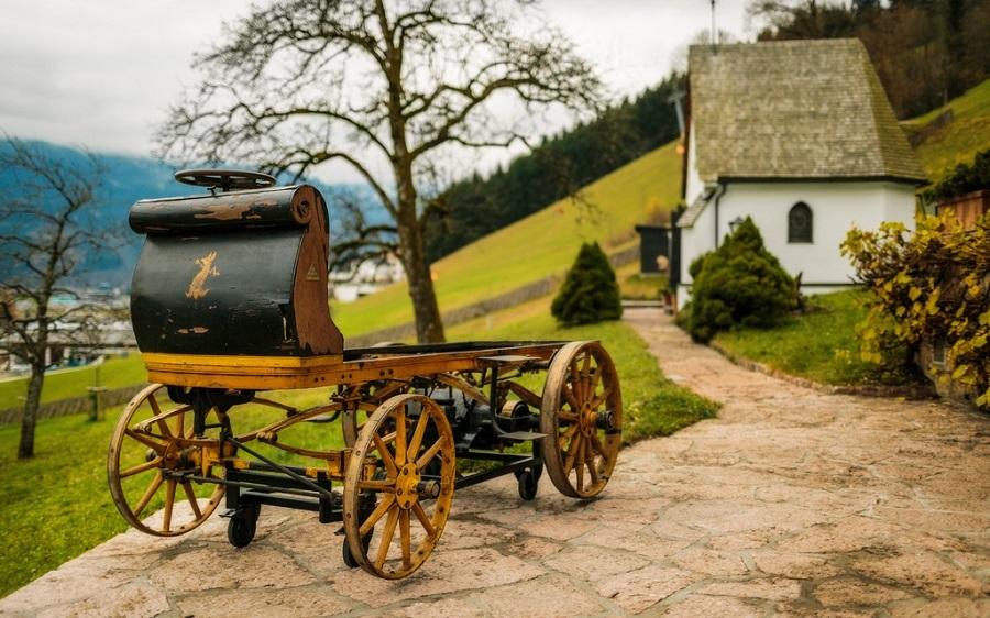 mobil listrik pertama porsche