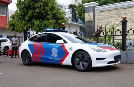 IMI Hibah Tesla Model 3 Untuk Kendaraan Patroli Polantas